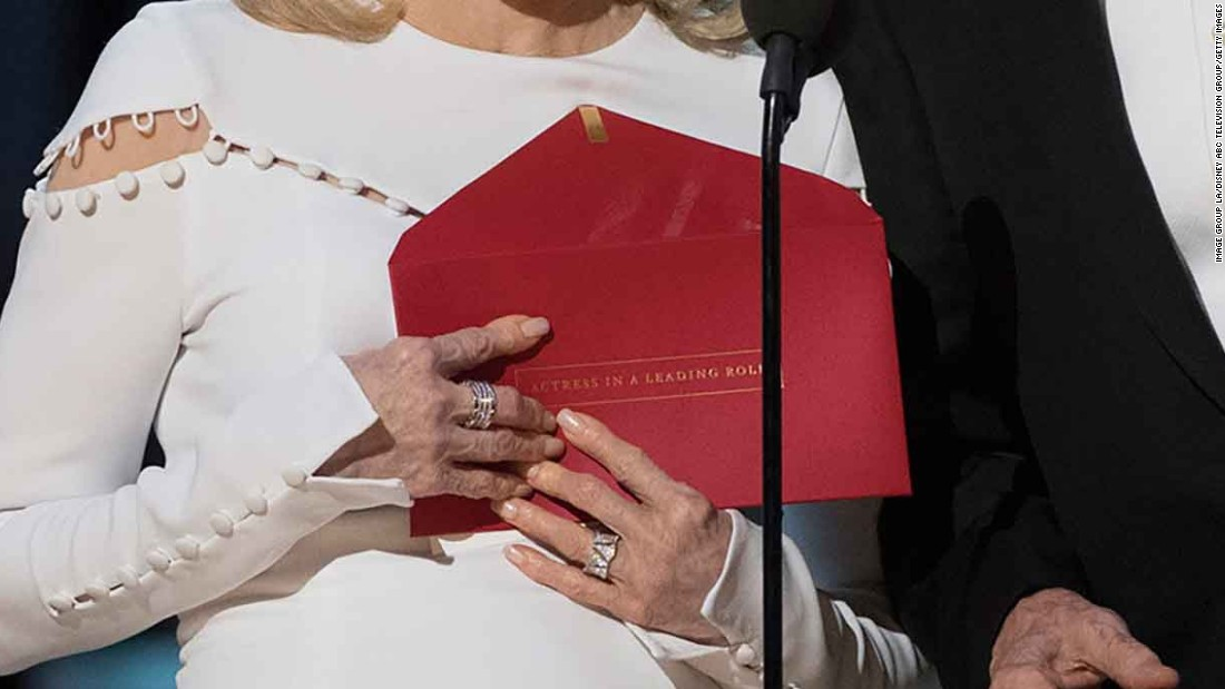 "However, the envelope they carried was for the previous award, for actress in a leading role. Emma Stone of ""La La Land"" won that award, and Dunaway mistakenly read ""La La Land"" as the winner of best picture. It was actually ""Moonlight."""