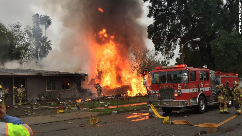 3 dead after small plane crashes into CA homes