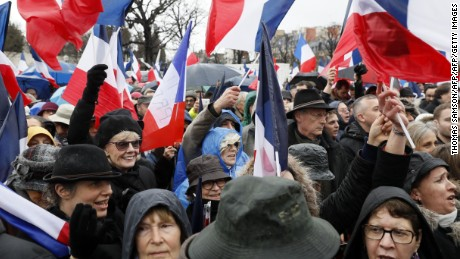 Fillon supporters turned out Sunday in Paris despite the bad weather.
