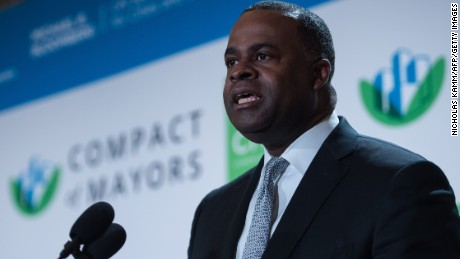 Atlanta mayor Kasim Reed speaks at the C40 and Compact of Mayors briefing during the Climate Action 2016 conference in Washington, DC, on May 5, 2016. / AFP / NICHOLAS KAMM        (Photo credit should read NICHOLAS KAMM/AFP/Getty Images)