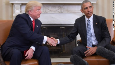 TOPSHOT - US President Barack Obama and President-elect Donald Trump shake hands during a  transition planning meeting in the Oval Office at the White House on November 10, 2016 in Washington,DC.  / AFP / JIM WATSON        (Photo credit should read JIM WATSON/AFP/Getty Images)