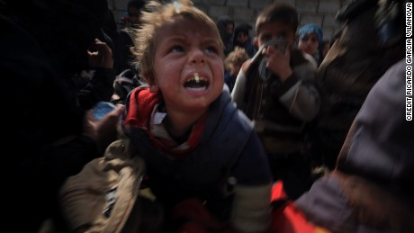 Dramatic footage from western Mosul shows families caught in crossfire