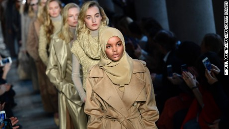TOPSHOT - US-Somalia model Halima Aden presents a creation for fashion house Max Mara during the Women's Fall/Winter 2017/2018 fashion week in Milan, on February 23, 2017.  / AFP / Miguel MEDINA        (Photo credit should read MIGUEL MEDINA/AFP/Getty Images)