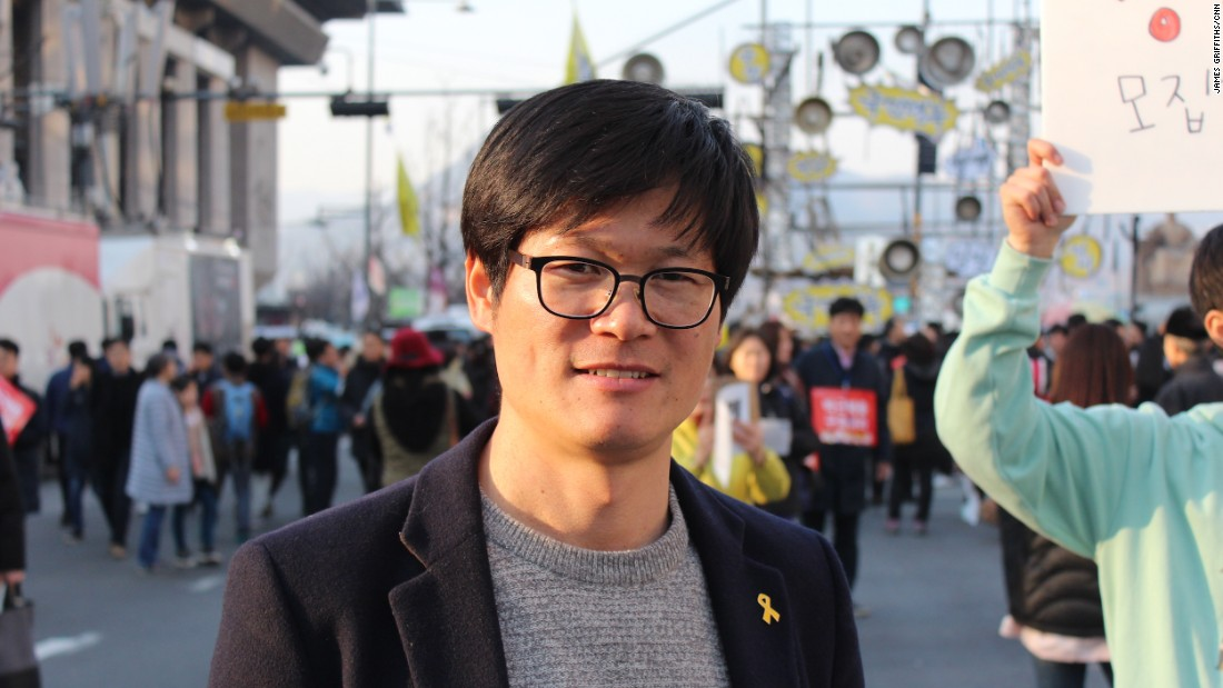 "Jang Song-hoi, 38, was gathering signatures to start a new political party representing the youth of South Korea. ""We want the youth to be able to make the world they want,"" he said."
