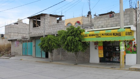 "Matadamas' aunt and uncle's house in La Paz. The ""deposito"" can be seen out front."
