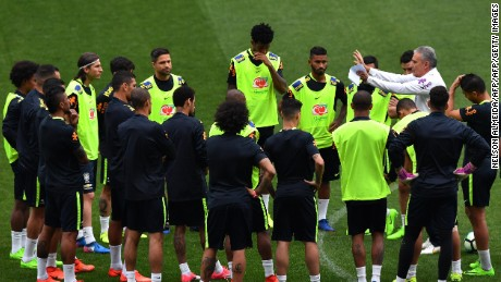 Brazil's coach Tite (R) gives instructions to his players during a training session on the eve of their 2018 FIFA Russia World Cup qualifier football match against Paraguay, at the Arena Corinthians stadium in Sao Paulo, Brazil on March 27, 2017. / AFP PHOTO / NELSON ALMEIDA        (Photo credit should read NELSON ALMEIDA/AFP/Getty Images)