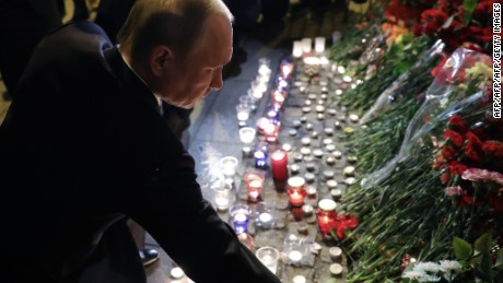 TOPSHOT - CORRECTION - Russian President Vladimir Putin places flowers in memory of victims of the blast in the Saint Petersburg metro at Technological Institute station on April 3, 2017. / AFP PHOTO / SPUTNIK / Mikhail KLIMENTYEV        (Photo credit should read MIKHAIL KLIMENTYEV/AFP/Getty Images)