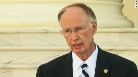 "Alabama's Robert Bentley, aka the 'Luv Guv,"" gives up"