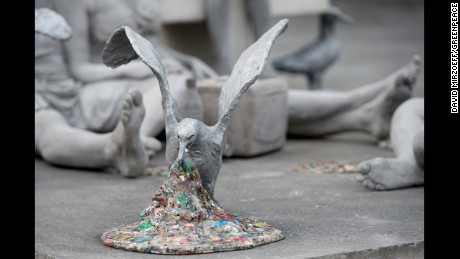 The sculpture featured a seagul vomiting plastic.
