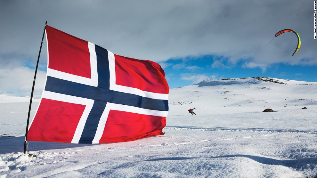 The Norwegian flag is planted in the middle of one of the largest annual snow kiting races in the world, the Ragnarok. The race is so long that athletes use the flag of the host country to orient themselves.