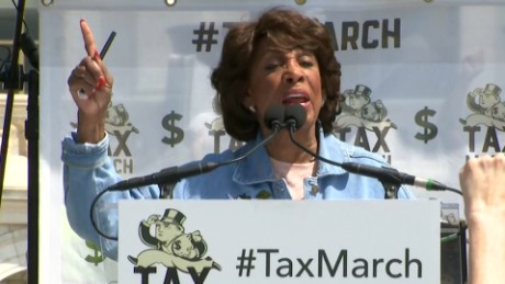 Maxine Waters Impeach Trump chant _00000000.jpg