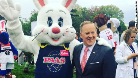 Sean Spicer celebrates Easter with White House bunny