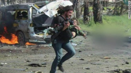 syria bus bombing photographer helps boy jpm orig_00010925