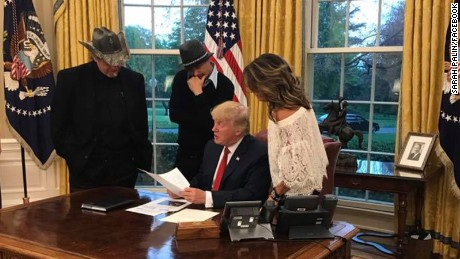 A detailed analysis of the Trump-Palin-Nugent-Kid Rock photo