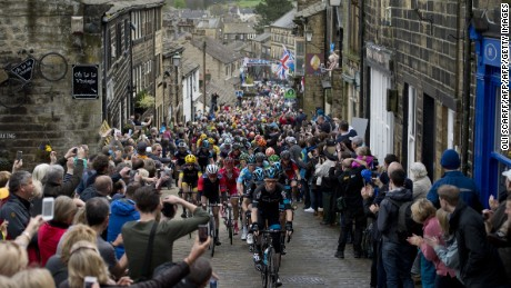 Cylists ride on a cobblestone street through the village of Haworth as they take part on the third and final day of the inaugural 'Tour de Yorkshire' in Haworth on May 3, 2015.   AFP PHOTO / OLI SCARFF        (Photo credit should read OLI SCARFF/AFP/Getty Images)