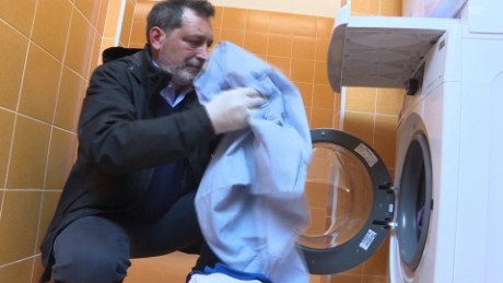 Pope Francis opens laundromat for the poor