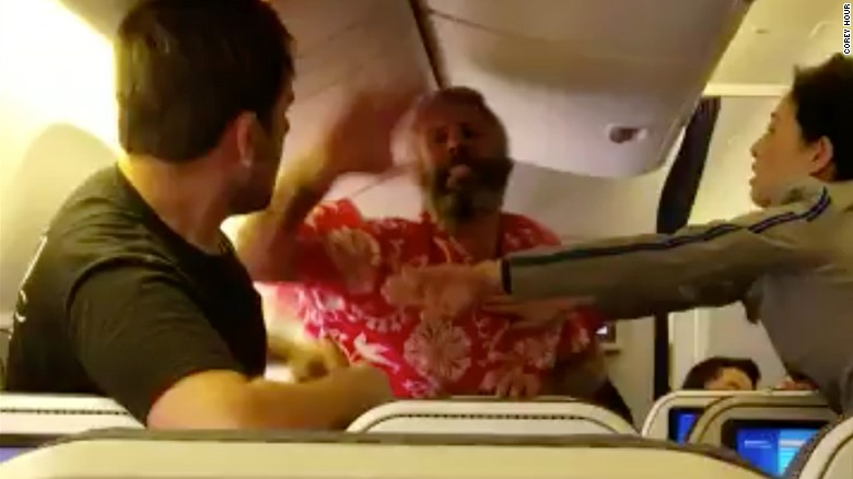 Witness: Man on flight said I'll kill you