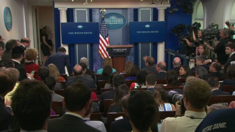 white house press briefing reporters yell sean sot_00000614