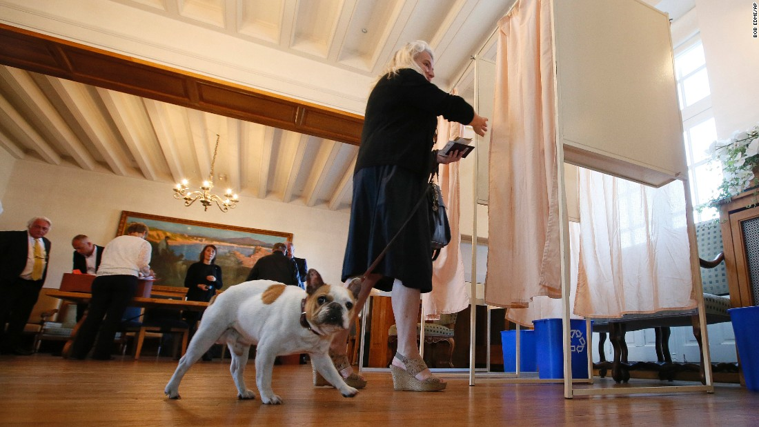A woman enters a voting booth in Saint Jean de Luz, France, Sunday, Mayo 7.