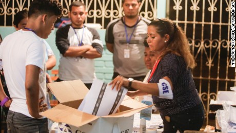 Election staffers count votes after the closing of the polling stations durig presidential elections, in Managua on November 6, 2016.  Nicaraguan President Daniel Ortega andhis wife Rosario Murillo looked likely to win elections that would hand him a third straight term and cement her role as co-ruler. / AFP / INTI OCON        (Photo credit should read INTI OCON/AFP/Getty Images)