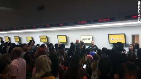 Broward County deputies stepped in as the front ticket counter at the Fort Lauderdale-Hollywood International Airport turned into chaos