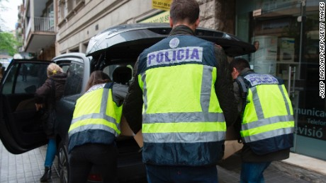 Spanish police officers put in a car boxes seized at Catalan former regional President Jordi Pujol's home, in Barcelona on April 26, 2017.  Historic Catalan leader Jordi Pujol is indicted for tax fraud according to judicial sources. / AFP PHOTO / Josep LAGO        (Photo credit should read JOSEP LAGO/AFP/Getty Images)