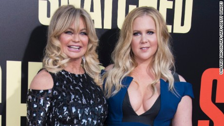 "Actresses Goldie Hawn (L) and Amy Schumer attend the world premiere of ""Snatched"" at the Regency Village Theater, on May 10, 2017, in Westwood, California. / AFP PHOTO / VALERIE MACON        (Photo credit should read VALERIE MACON/AFP/Getty Images)"
