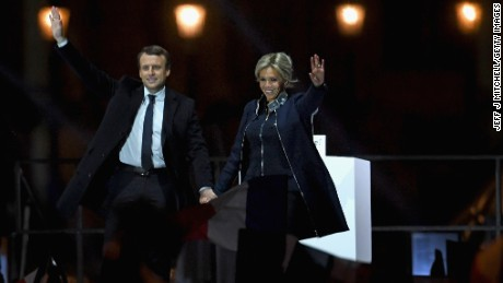 PARIS, FRANCE - MAY 07:  Leader of 'En Marche !' Emmanuel Macron and his wife Brigitte wave to supporters after winning the French Presidential Election, at The Louvre on May 7, 2017 in Paris, France. Pro-EU centrist Macron is the next president of France after defeating far right rival Marine Le Pen by a comfortable margin, estimates indicate.  (Photo by Jeff J Mitchell/Getty Images)