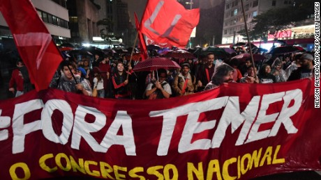 Demonstrators protest against Brazilian President Michel Temer along Paulista Avenue in Sao Paulo, Brazil on May 18 2017.  Temer faced growing pressure to resign Thursday after the Supreme Court gave the green light to an investigation over allegations that he authorized paying hush money to already jailed Eduardo Cunha, the disgraced former speaker of the lower house of Congress.  / AFP PHOTO / NELSON ALMEIDA        (Photo credit should read NELSON ALMEIDA/AFP/Getty Images)
