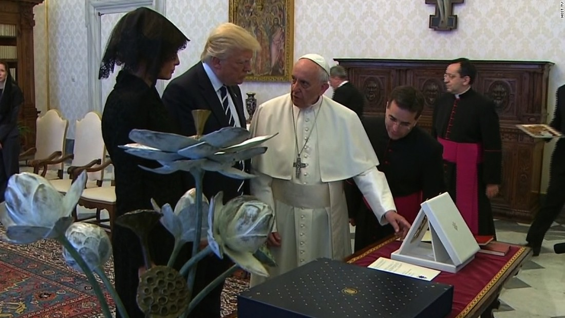 President Trump, Pope Francis exchange gifts - CNN Video