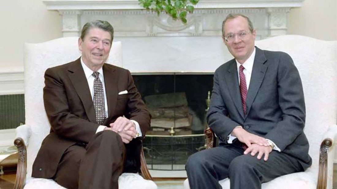 Kennedy meets with President Reagan in the Oval Office.