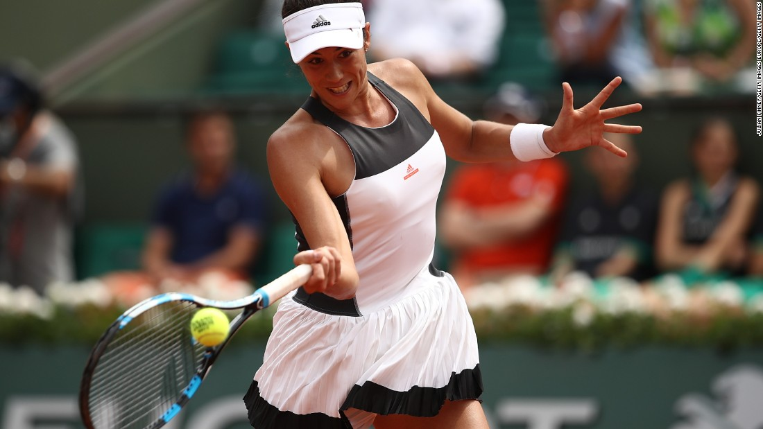 Spain's Garbine Muguruza began the defense of her French Open crown in style, beating former champion Francesca Schiavone 6-2 6-4.