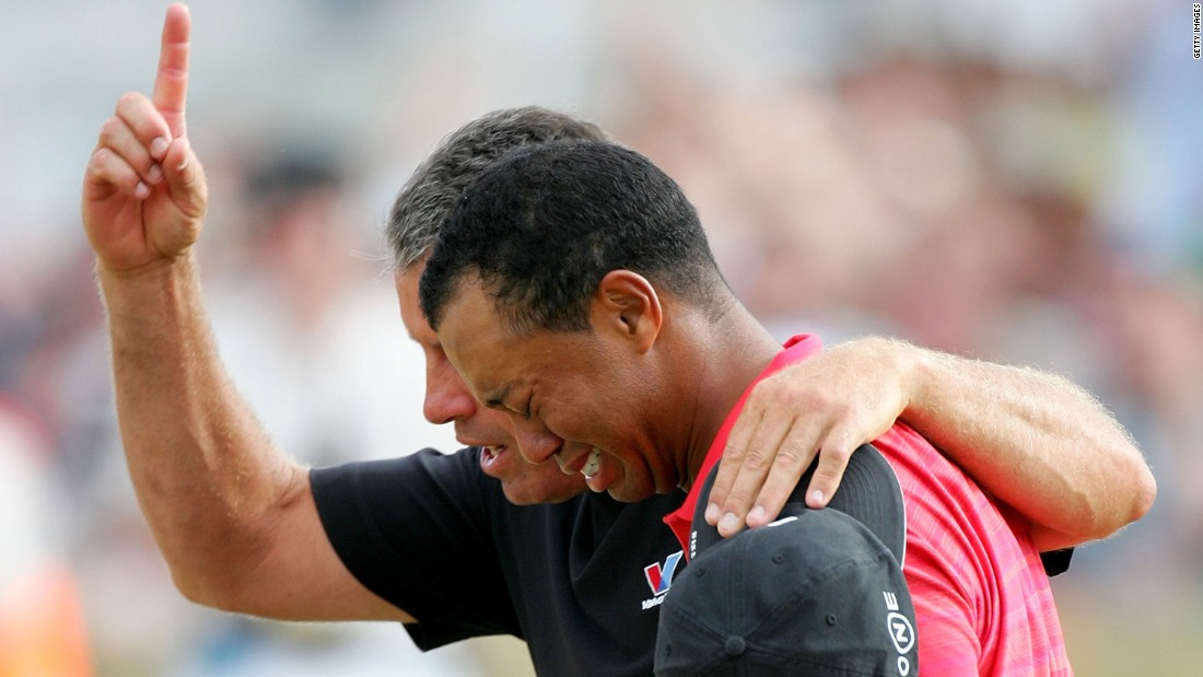 Woods showed rare emotion when he broke down in tears on the shoulder of caddie Steve Williams following his win in the 2006 British Open at Hoylake, months after his father and mentor Earl passed away.