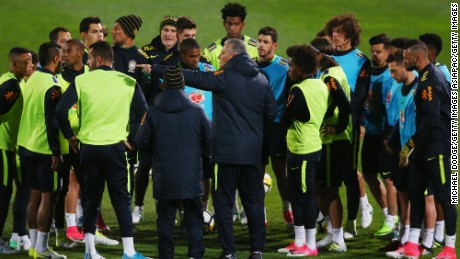 MELBOURNE, AUSTRALIA - JUNE 06:  Brazil head coach Tite speaks to his players during a Brazil training session at Lakeside Stadium on June 6, 2017 in Melbourne, Australia.  (Photo by Michael Dodge/Getty Images)