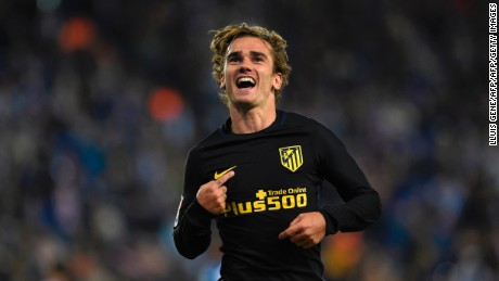 Atletico Madrid's French forward Antoine Griezmann celebrates after scoring a goal during the Spanish league football match RCD Espanyol vs Club Atletico de Madrid at the RCDE Stadium in Cornella de Llobregat on April 22, 2017. / AFP PHOTO / LLUIS GENE        (Photo credit should read LLUIS GENE/AFP/Getty Images)