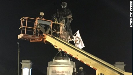 Baltimore mayor defends decision to remove Confederate statues overnight