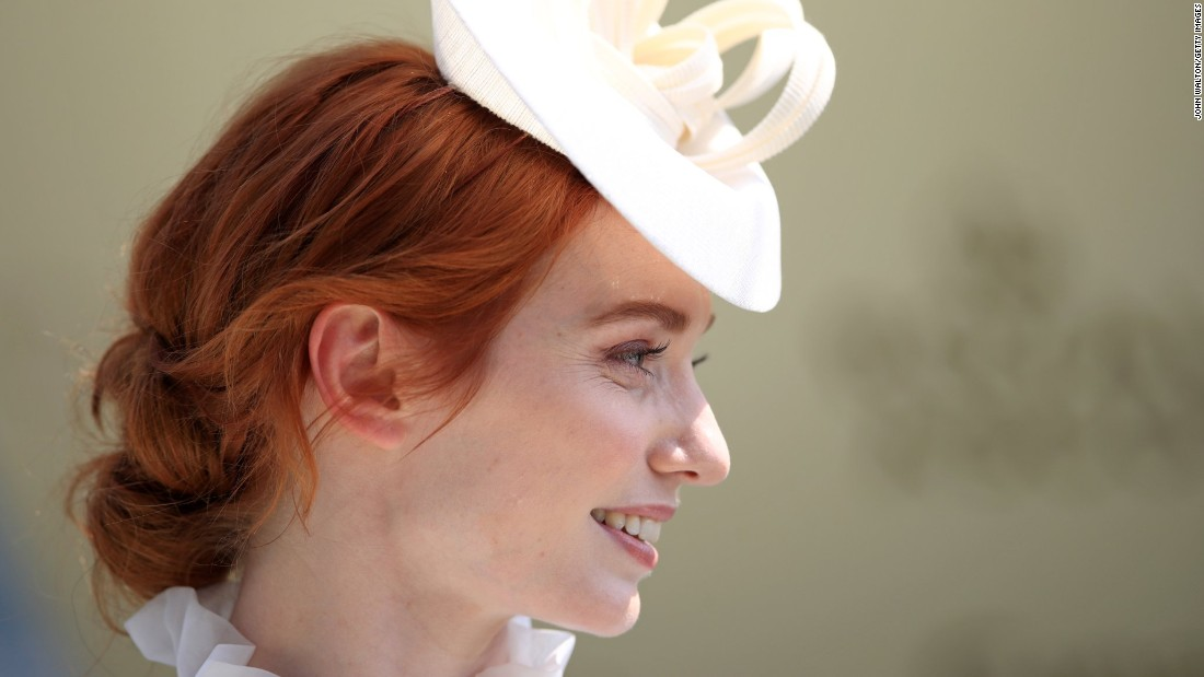 Eleanor Tomlinson presented the trophy for the Jersey Stakes.