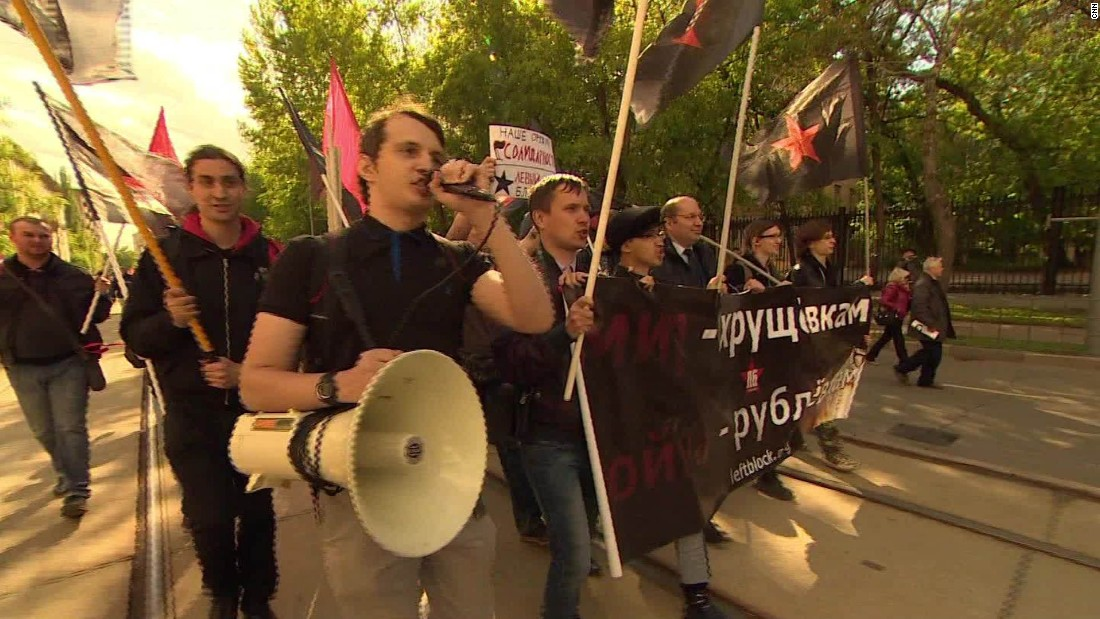 Russians protest plans to demolish Soviet-era apartment buildings