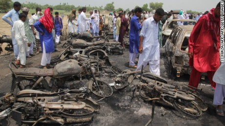 Pakistani villaers gather at the site of an oil tanker fire following an accident in the town of Ahmedpur East on June 26, 2017. Pakistan began Eid in mourning on June 26 as the death toll from an oil tanker explosion rose to 153, with scores more injured after they were caught in a fireball while scooping up spilt fuel. / AFP PHOTO / SS MIRZA        (Photo credit should read SS MIRZA/AFP/Getty Images)