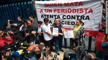 A committee of journalists from the state of Michoacan protest the May 18 disappearance of reporter Salvador Adame Pardo, outside of the offices of the Attorney General of the Republic in Mexico City on June 1, 2017. / AFP PHOTO / PEDRO PARDO        (Photo credit should read PEDRO PARDO/AFP/Getty Images)