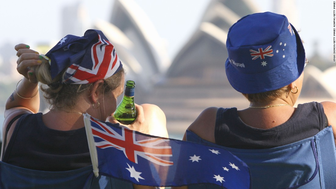 Australians ditch religion at rapid rate, becoming more diverse