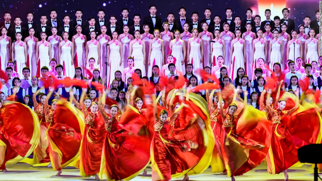 Dancers put on a show for the Chinese President.