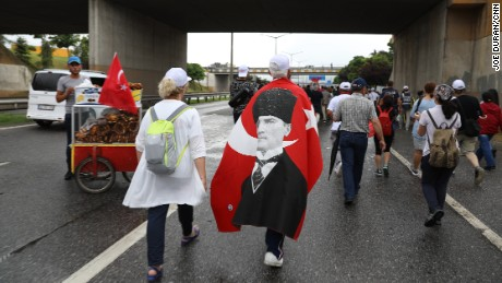Thousands trek in 'Justice March' from Ankara to Istanbul