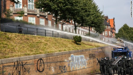 Police used water cannons to disperse a crowd of protestors in central Hamburg on Thursday.