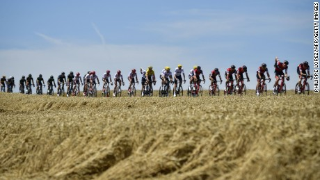 TOPSHOT - The pack, including Great Britain's Geraint Thomas (C) wearing the overall leader's yellow jersey,  rides during the 160,5 km fifth stage of the 104th edition of the Tour de France cycling race on July 5, 2017 between Vittel and La Planche des Belles Filles. / AFP PHOTO / PHILIPPE LOPEZ        (Photo credit should read PHILIPPE LOPEZ/AFP/Getty Images)