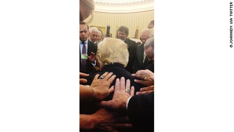 Photo shows Trump bow in prayer in Oval Office