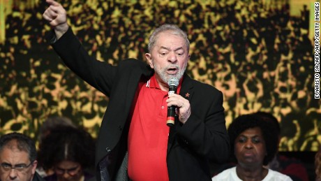 Brazilian former presidents Luiz Inacio Lula Da Silva delivers a speech during the Workers Party (PT) National Congress to elect its new president, in Brasilia on June 1, 2017. / AFP PHOTO / EVARISTO SA        (Photo credit should read EVARISTO SA/AFP/Getty Images)