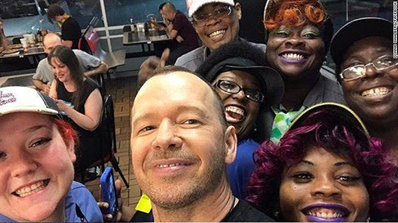Donnie Wahlberg leaves a $2,000 tip