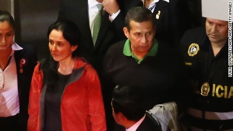 Peruvian former President Ollanta Humala (2R) is being taken to the judge to get his sentence in Lima on July 13, 2017.  Humala and his wife Nadine Heredia were sentenced to 18 months of preventive prison on money laundering and conspiracy charges tied to a corruption scandal involving Brazilian construction giant Odebrecht. / AFP PHOTO / LUKA GONZALES        (Photo credit should read LUKA GONZALES/AFP/Getty Images)