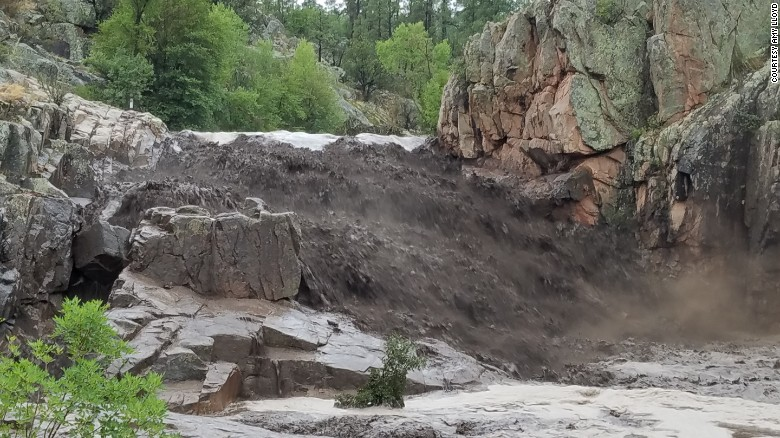 At least 9 die in Arizona flash flooding